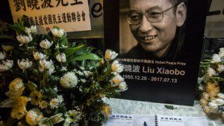 Un pequeño homenaje al Nobel de la paz, Liu Xiaobo, fallecido tras meses encarcelado. Foto: AFP
