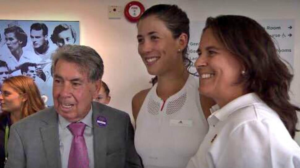 Manolo Santana, Garbiñe Muguruza y Conchita Martínez. (Twitter)