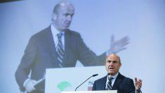 El Ministro de Economia, Industria y Competitividad, Luis De Guindos, durante su intervención en un desayuno-coloquio organizado en Málaga (Foto:EFE)