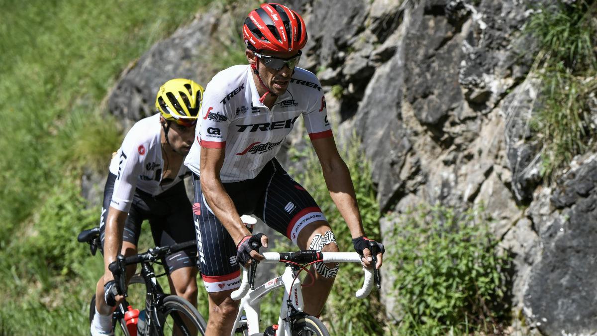 Alberto Contador, en una etapa de montaña junto a Mikel Landa. (AFP)