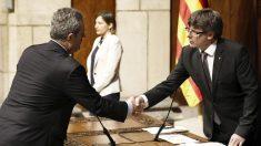 Joaquim Forn y Carles Puigdemont. (Foto: EFE)