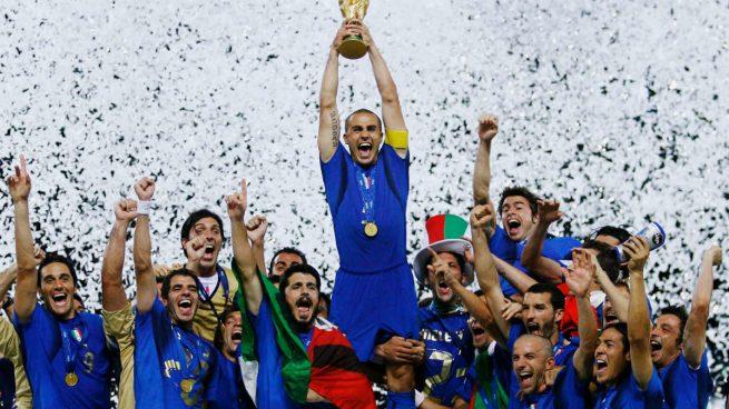Zaccardo, campeón del mundo en 2006, busca equipo en LinkedIn