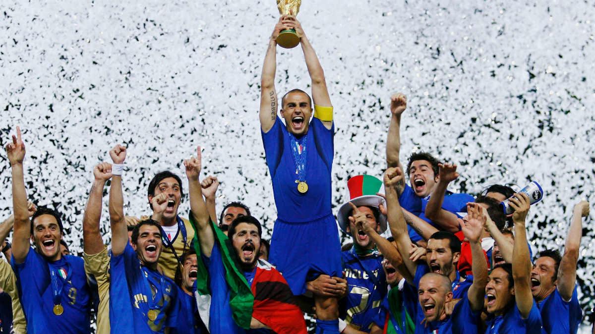 Cannavaro levanta la Copa del Mundo. (Getty)
