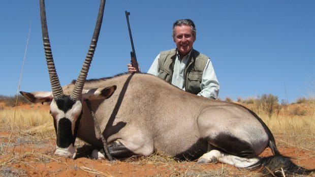 Miguel Blesa con un antílope cazado en uno de sus viajes de cacería a África.