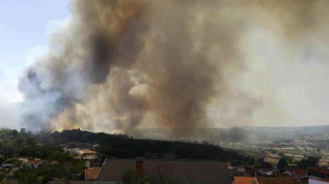 Fuego en Las Arribes del Duero (Foto: EFE)