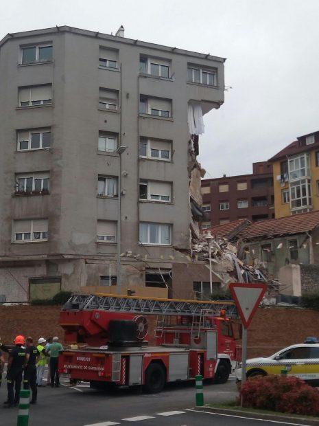 Se derrumba un edificio en Santander tras haber sido desalojado en la mañana de este miércoles