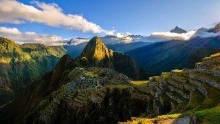 El explorador Hiram Bingham encuentra las ruinas de Machu Picchu en 1911.