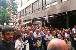 Niños con pancartas a favor de los presos en los homenajes a etarras en el País Vasco