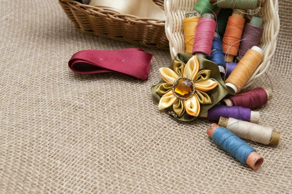 C mo hacer flores de tela para decorar en 6 pasos - Como hacer un cabecero de tela ...