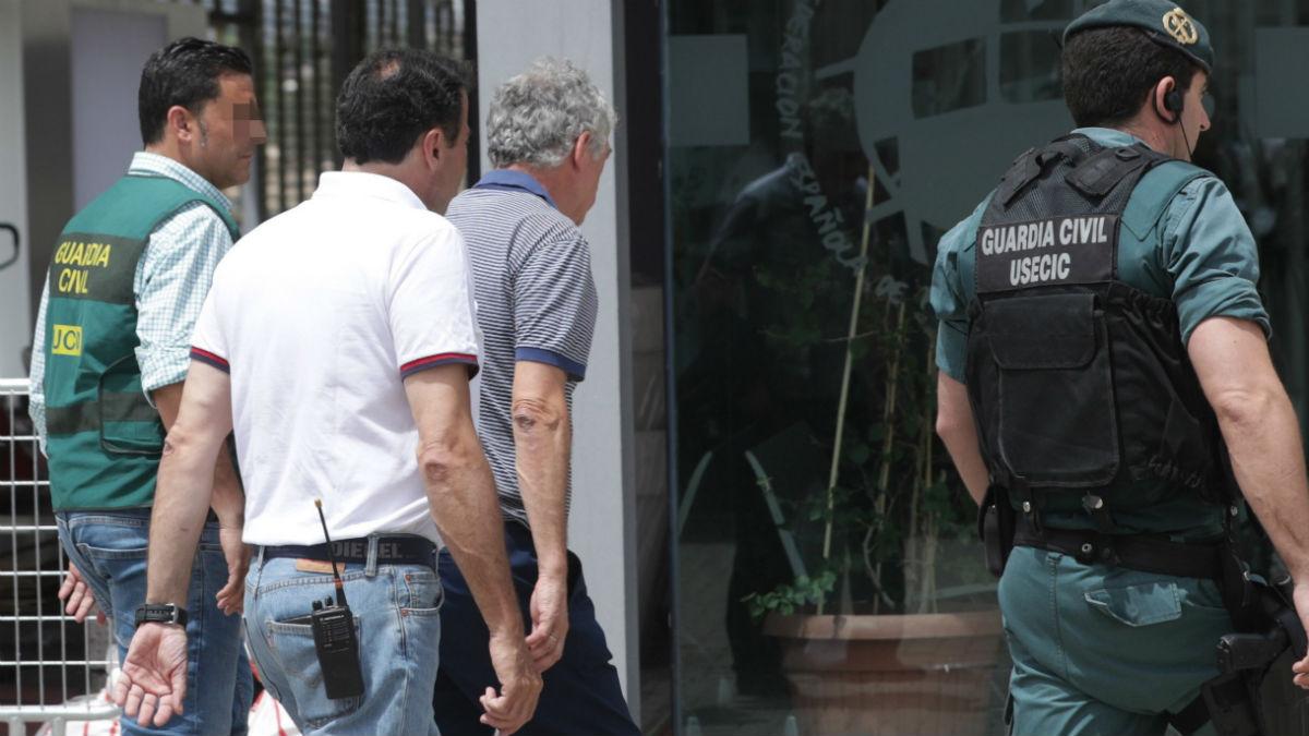 Villar, en el momento de los registros de la sede de la RFEF. (EFE)