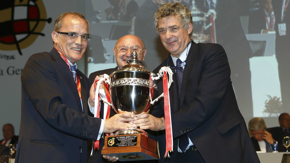 Marcelino Maté y Ángel María Villar, en una entrega de premios.