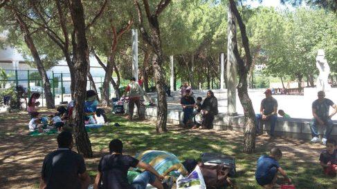Refugiados sirios acampados cerca de la M-30.