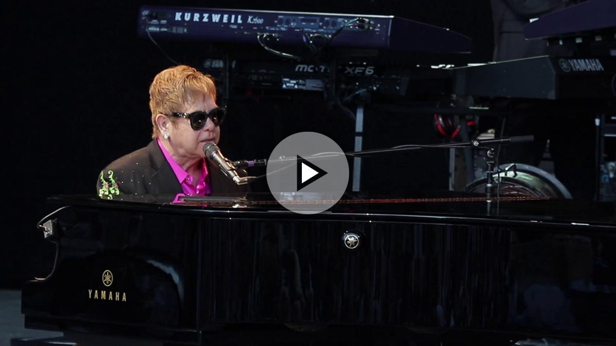 Sir Elton John durante su actuación en Starlite.