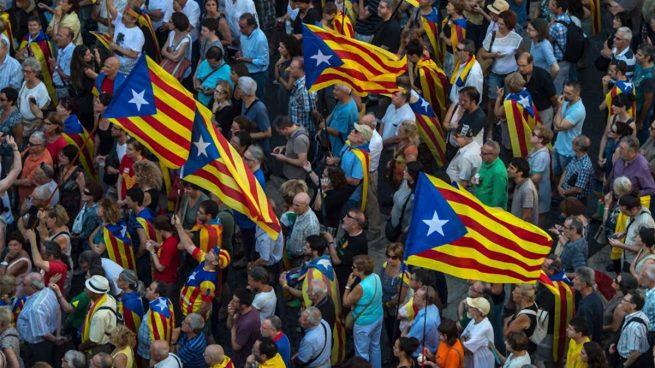 Los independentistas animan a responder con esteladas a la presencia del Rey en la manifestación