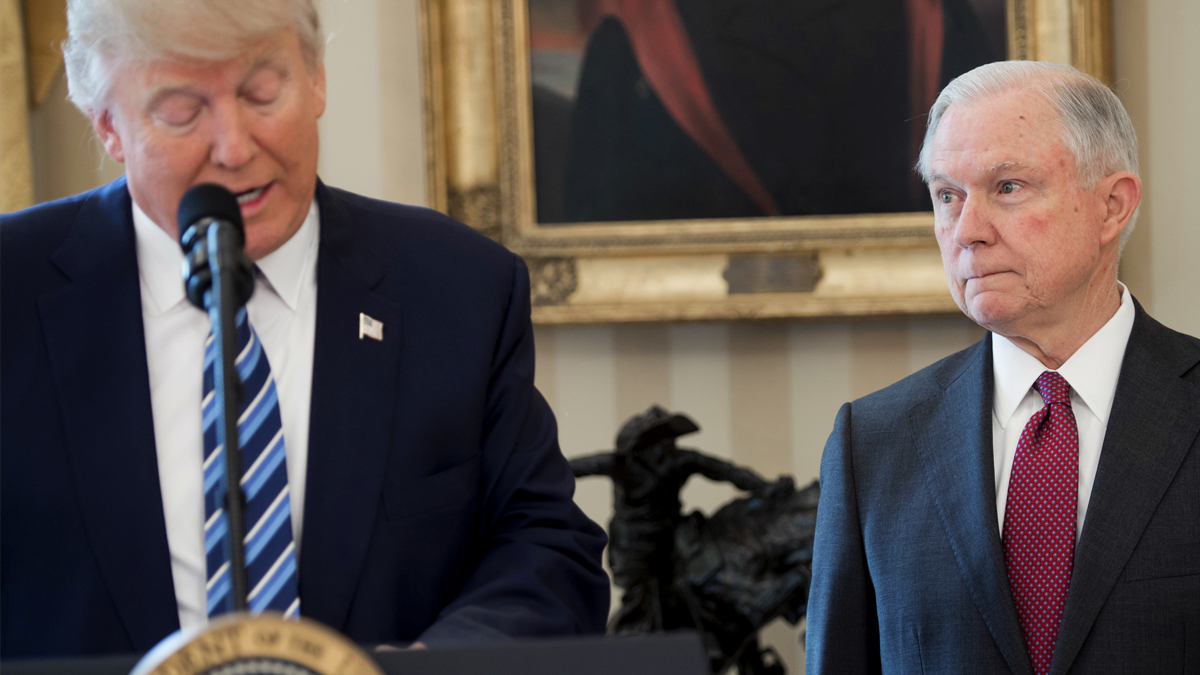 Jeff Sessions y Donald Trump. (Foto: AFP)