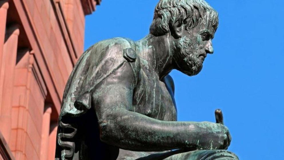 Frases de Aristóteles: citas célebres que te harán pensar