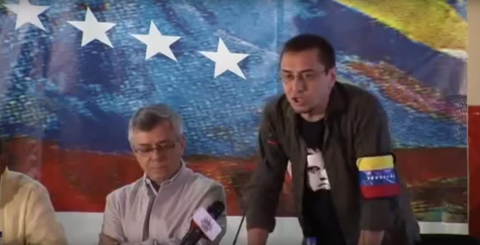 Juan Carlos Monedero participa en un homenaje a Hugo Chávez.