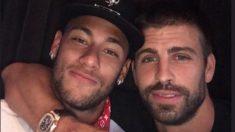 Gerard Piqué junto a Neymar antes de irse al PSG.