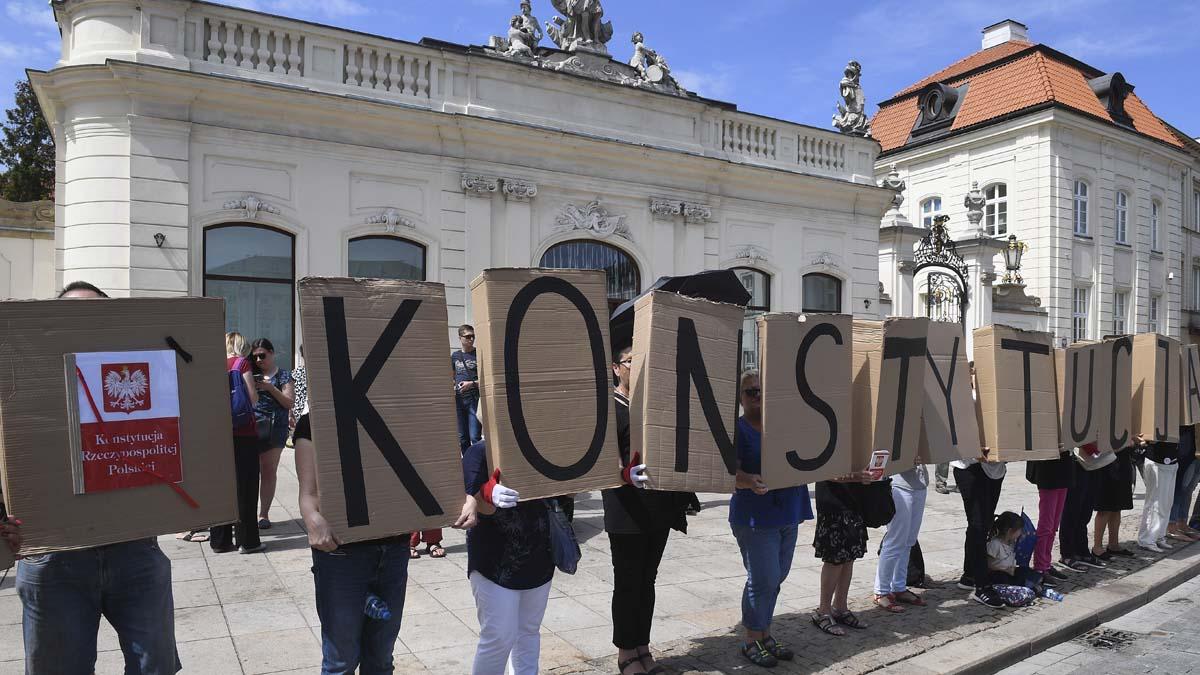 Manifestantes en Varsovia, capital de Polonia (Foto: AFP)