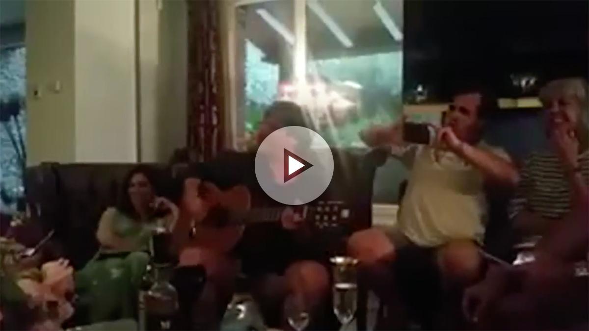 El 'quinto Beatle' Puigdemont cantando 'Let it be'