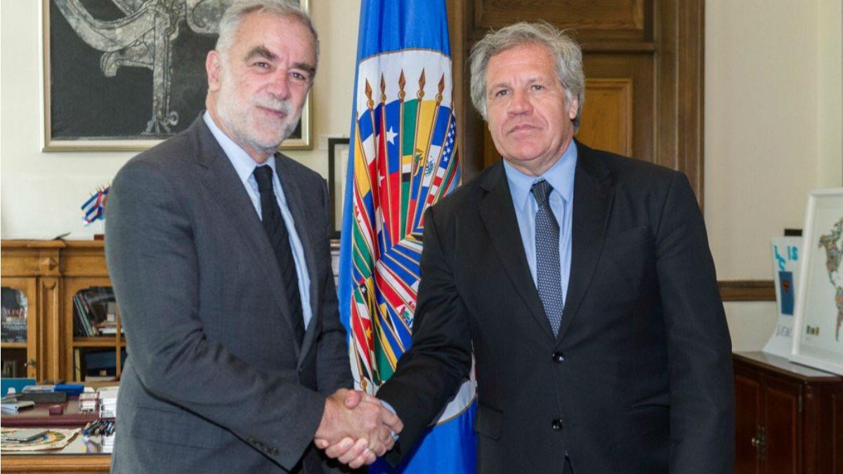 El secretario general de la OEA Luis Almagro y el ex fiscal del TPI Luis Moreno