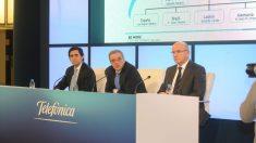 De izquierda a derecha, Álvarez Pallete, el ex presidente César Alierta, y el nuevo CEO, Ángel Vilá.