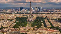 El 30 de Julio de 1887 concluyen las obras de la Torre Eiffel en París.