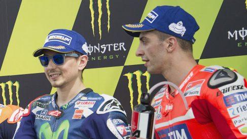 Andrea Iannone ha ironizado con el rendimiento de Jorge Lorenzo en Ducati asegurando que él les habría salido más baratos a los italianos. (Getty)