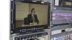La comparecencia de Mariano Rajoy desde una unidad móvil. (Foto: Enrique Falcón)