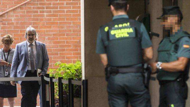 El secretario de Presidencia de la Generalitat, Joaquim Nin, sale de declrar ante la Guardia Civil en Barcelona