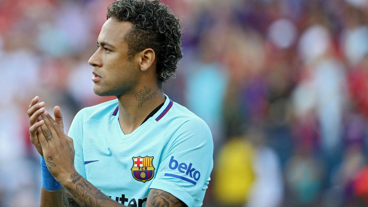 Neymar celebra el triunfo ante el Manchester United. (AFP)