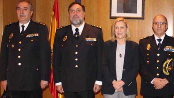 El comisario Castineira en el centro junto a Dancausa.