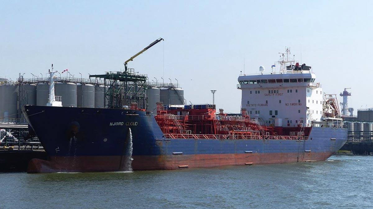 El Njord-Cloud atracado en un puerto.