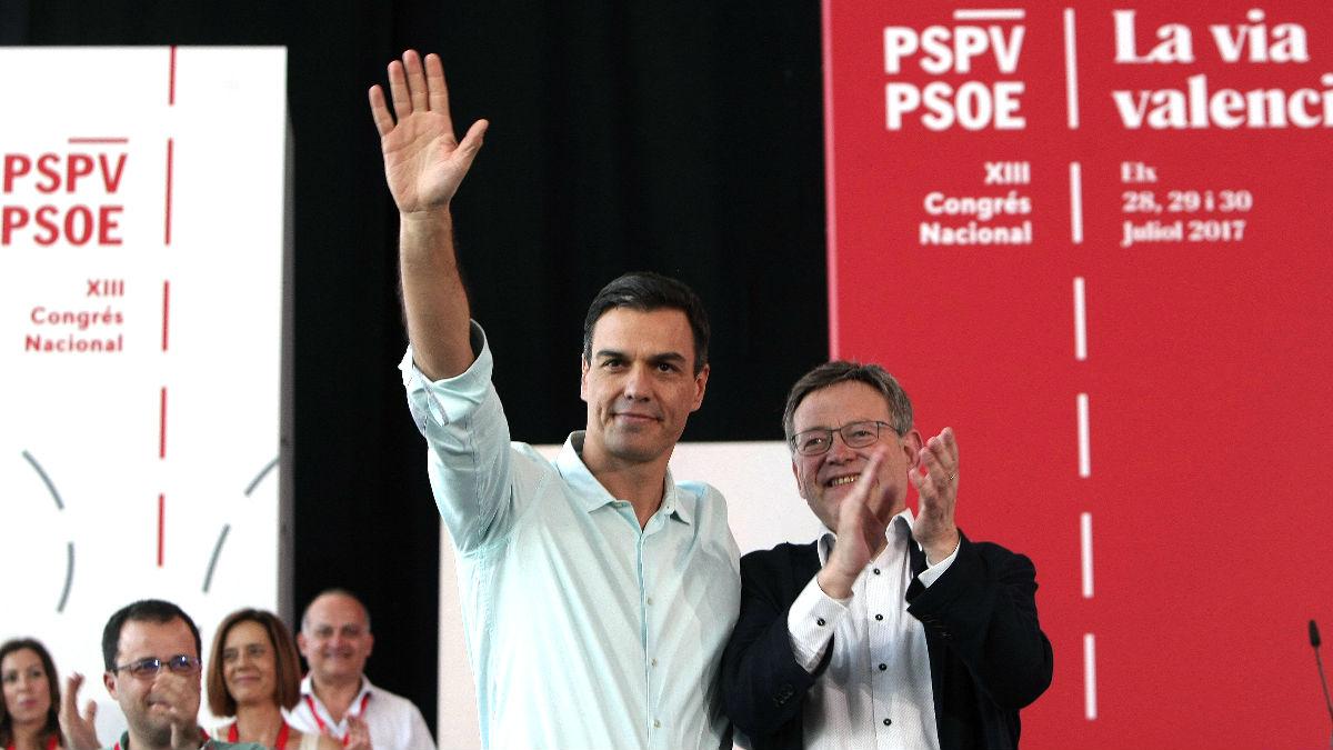 Sánchez y Ximo Puig en el Congreso del PSPV (Foto: Efe).