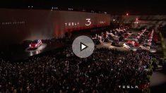 Elon Musk durante la presentación del nuevo Tesla Model 3