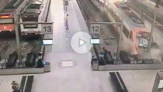 Las cámaras de seguridad de la estación de Francia en Barcelona grabaron el accidente de tren.