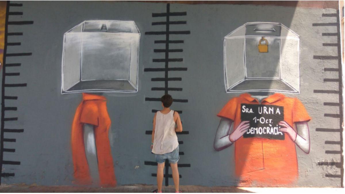 Graffiti de una urna en Sabadell. (Foto: Twitter)