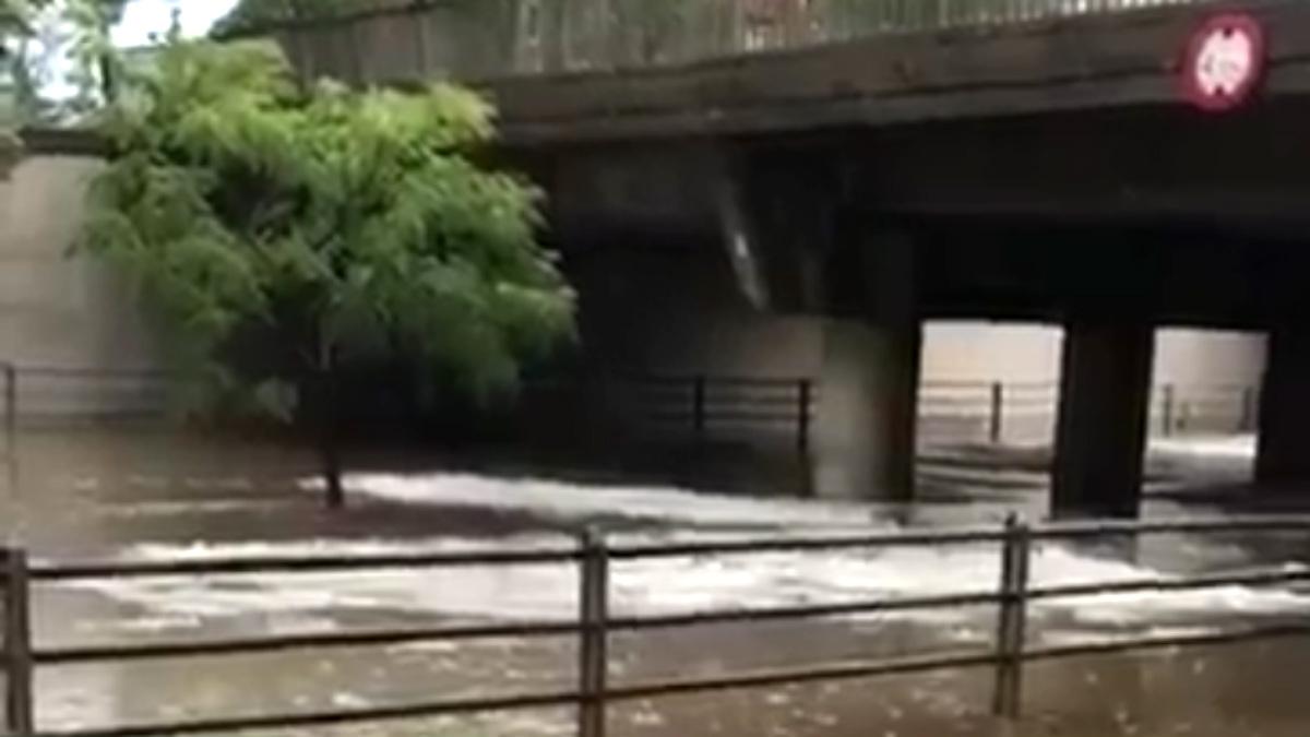 Una fuerte tormenta de granizo ha inundado el centro de Gerona.