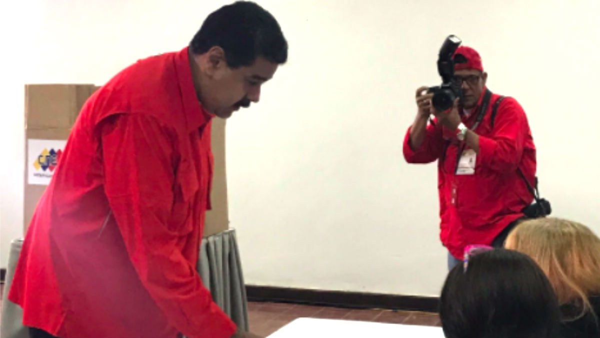 Nicolás Maduro votando este domingo.