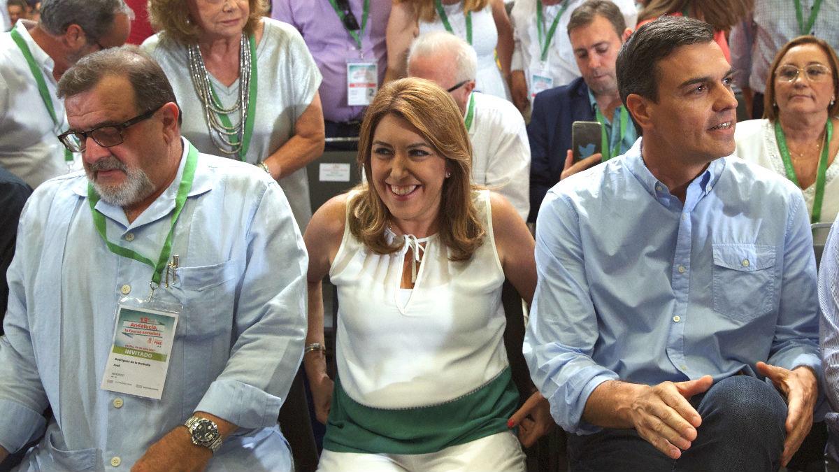 Pedro Sánchez y Susana Díaz este domingo en Sevilla (Foto: Efe).