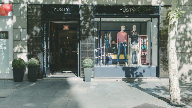Yusty, tradicional sastrería y tienda multimarca clásica, también se va de rebajas