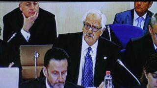 El abogado de ADADE, Benítez de Lugo, durante el interrogatorio a Rajoy. Foto: EFE