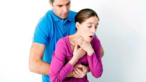 La maniobra de Heimlich puede salvar vidas