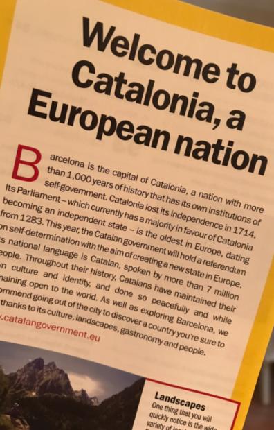 """Puigdemont reparte folletos turísticos en los que dice que """"Cataluña es una nación con 1.000 años de historia"""""""