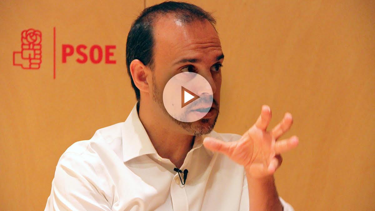 El portavoz de Seguridad Vial y Movilidad Sostenible del PSOE, Pablo Bellido. (Foto y vídeo: Enrique Falcón)
