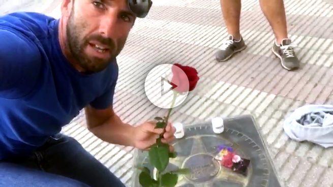Sentido homenaje de Ojeda a Ángel Nieto: «Esta rosa es de parte de todos los jerezanos»