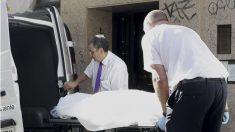 Levantamiento del cadáver (Imagen: EFE)