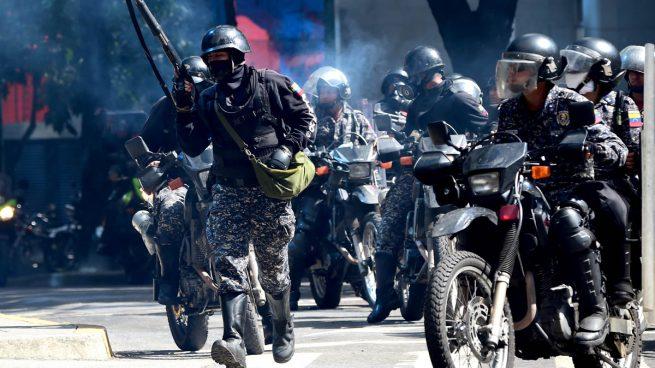La Policía de Maduro reprimer con gases lacrimógenos una manifestación opositora en Caracas