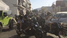 Un centenar de motoristas despiden a Ángel Nieto