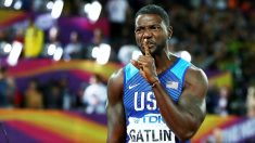 Justin Gatlin manda callar tras vencer a Bolt. (Getty)